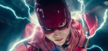 Grant Morrison parle de son scénario avec Ezra Miller sur The Flash et mentionne une quinzaine de scénaristes
