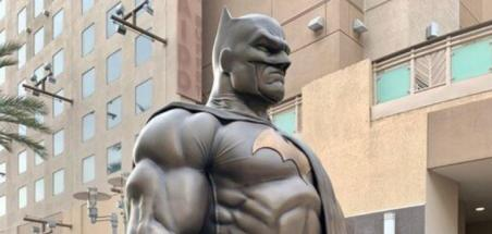 Une statue du Batman de Jim Lee à Burbank