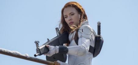 Scarlett Johansson attaque Disney en justice concernant la diffusion de Black Widow