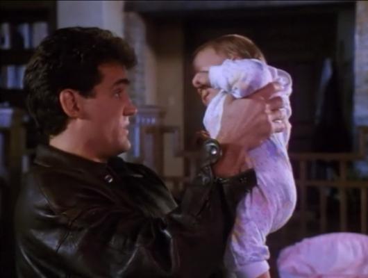 Un bébé sur les bras